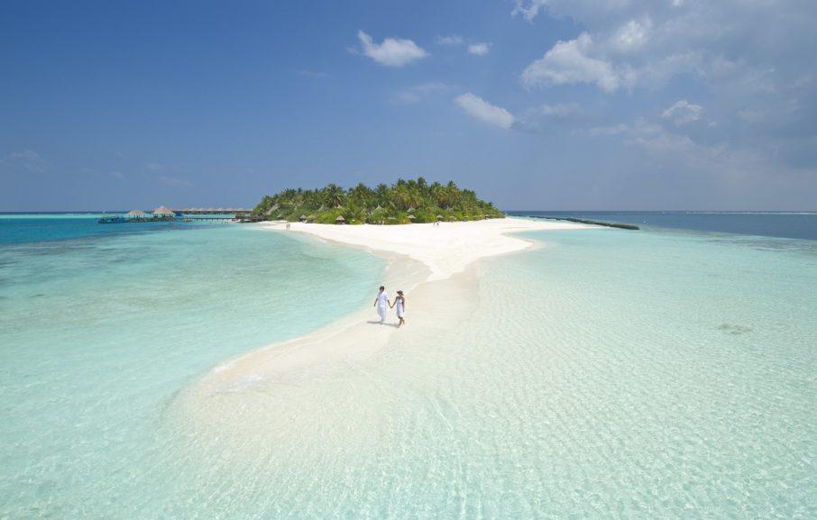 Couple sur un banc de sable, hôtel Sun Aqua Vilu Reef, atoll de Nilandhe, Maldives
