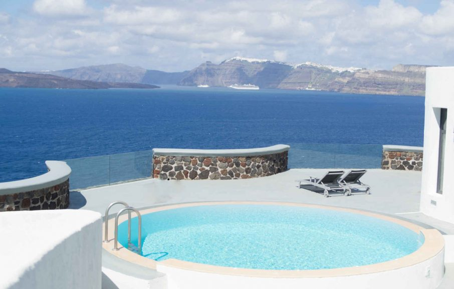 Piscine privée, Ambassador Aegean, Santorin, Grèce.