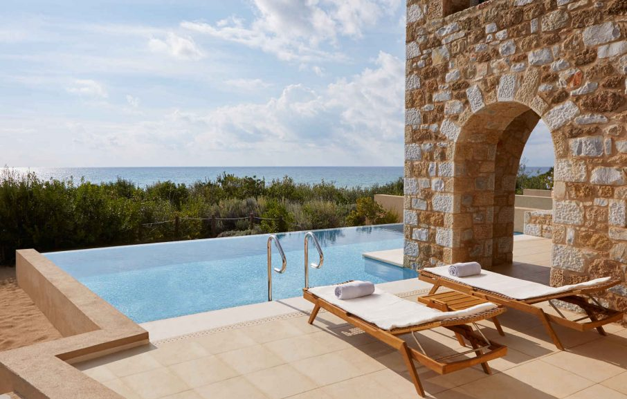 Piscine suite Infinity, The Westin Resort Costa Navarino, Péloponnèse, Grèce