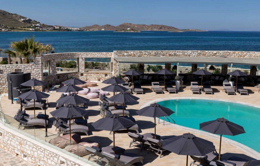 Piscine, St Andrea resort, Paros, Grèce.