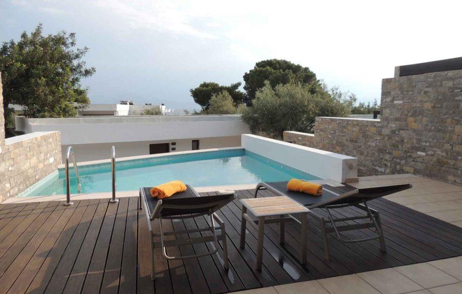 Terrasse, Deluxe Junior Suite Garden View Private Pool, hotel Wyndham Loutraki, Loutraki, Grèce.