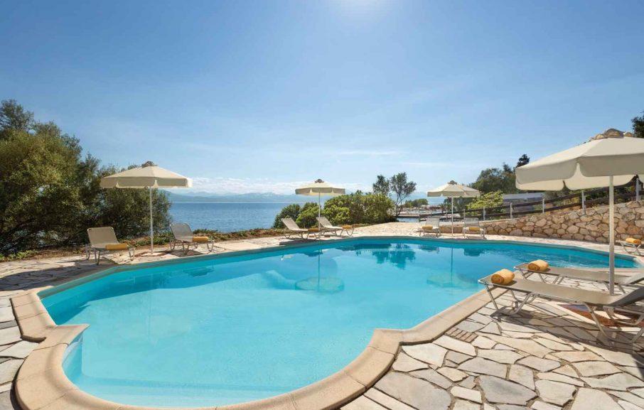 Piscine, hotel Wyndham Loutraki, Loutraki, Grèce.