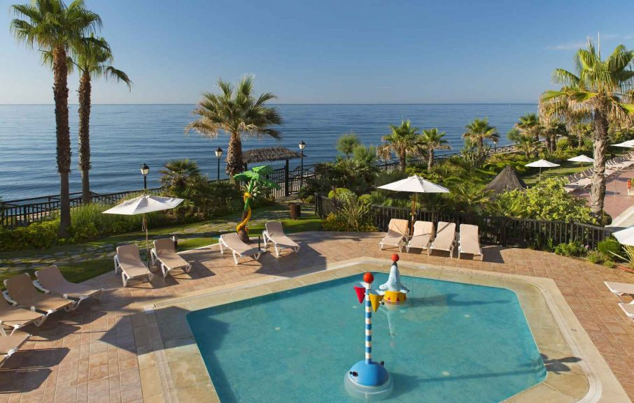Piscine pour enfant, Chambre Double Deluxe vue mer, Elba Estepona Gran Hotel & Thalasso Spa, Malaga, Espagne