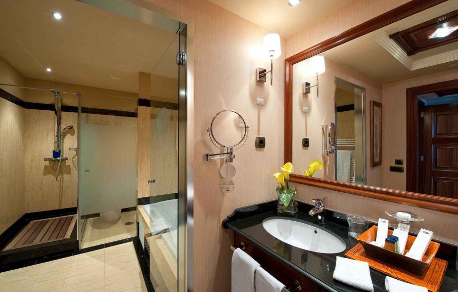 Salle de bain, Chambre Double Deluxe vue mer, Elba Estepona Gran Hotel & Thalasso Spa, Malaga, Espagne
