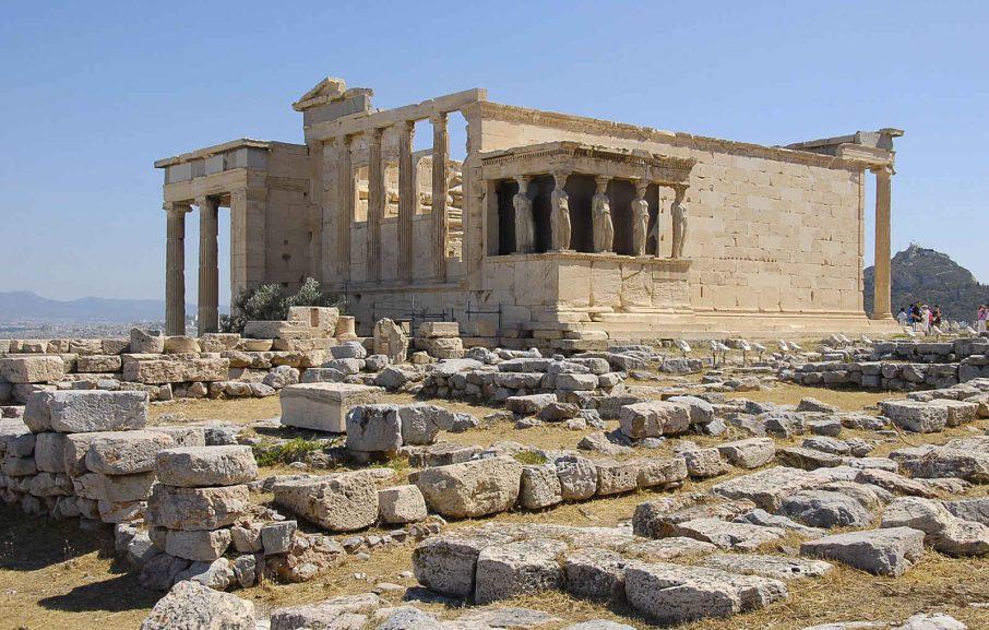 Cariatides sur les ruines de l'Acropole à Athènes, Grèce