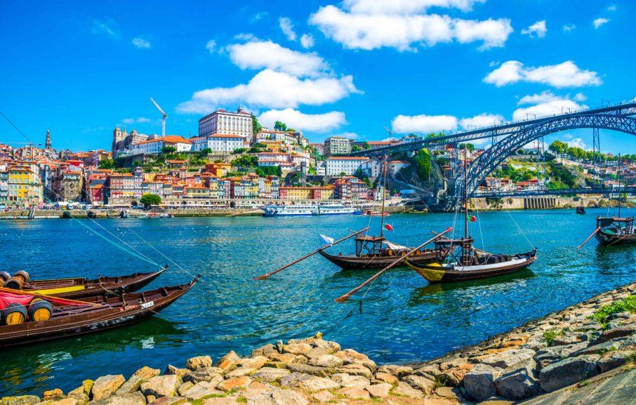 Bateaux sur le Douro et pont Dom Luis I, Porto, Portugal