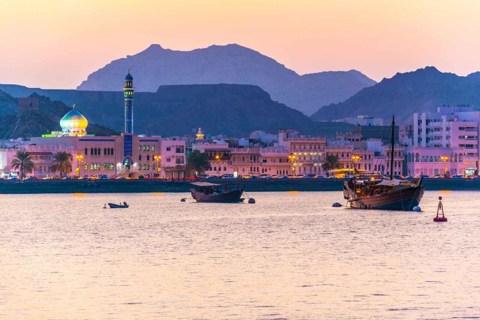 Oman : Sultanat millénaire, émirats futuristes 2022